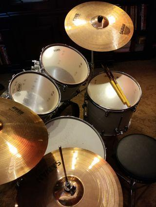 🚚 Tama acoustic drums Sabian cymbals