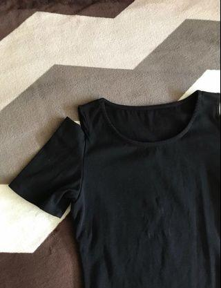 🚚 black open-shoulder top