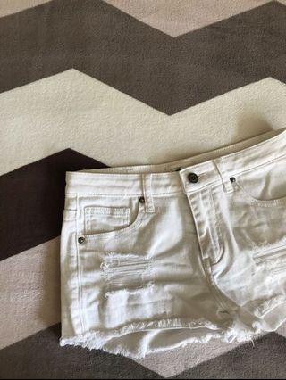 🚚 white denim shorts