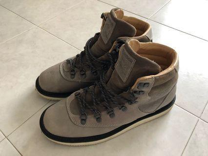 🚚 #EndgameYourExcess Reebok Classics leather boots US9.5