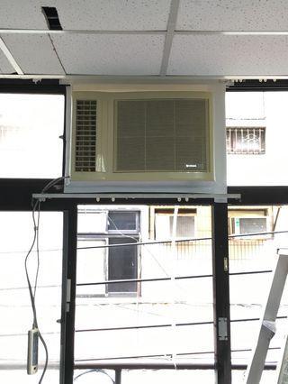 🚚 大台北雙北地區窗型冷氣拆移機清洗灌冷媒保養維修代客安裝經濟實惠價 洽談