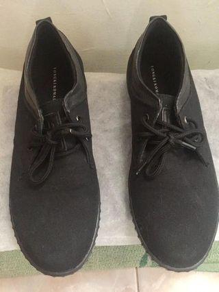 Sepatu Pria yongki komaladi