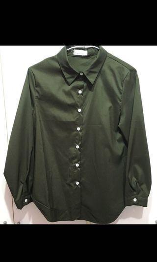 🚚 墨綠色滑質襯衫