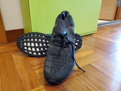 Black Sneakers size 10 1/2