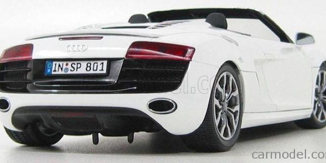 🚚 KYOSHO 1/18 Audi R8 V10 Spyder 2010 (Silver)