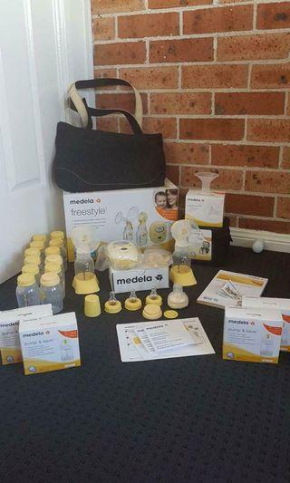 Madela double breast pump + accessories