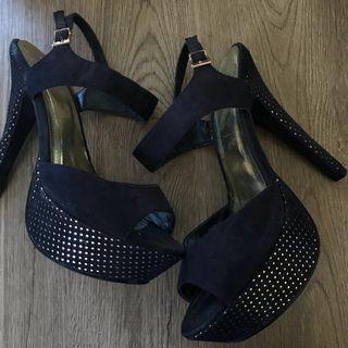 D heart High Heels - Size 6
