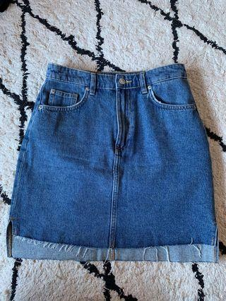 Denim skirt raw hem