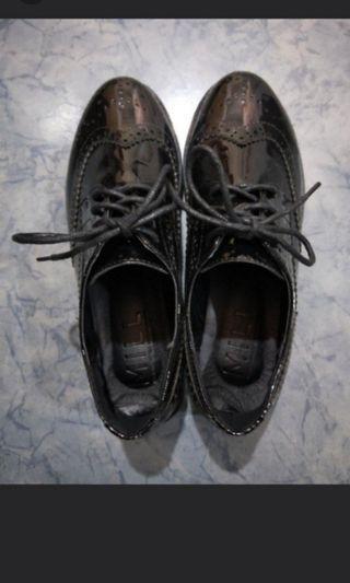 韓製亮面雕皮牛津鞋 23號