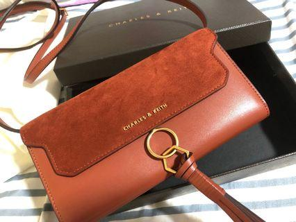 🚚 Charles & keith wallet sling bag