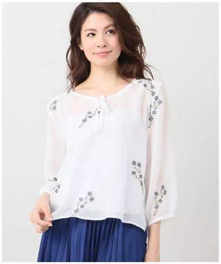 日系☘️靚花花刺繡上衣白色雪紡襯衫上衣 Japan embroidert tie-up chiffon blouse top white top white blouse top