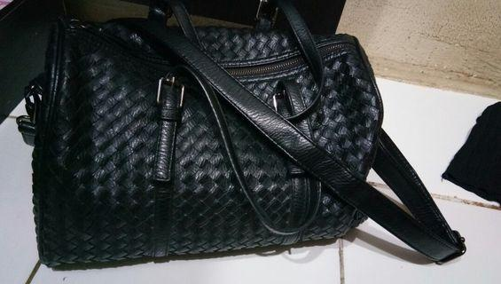 Tas hitam with little defect