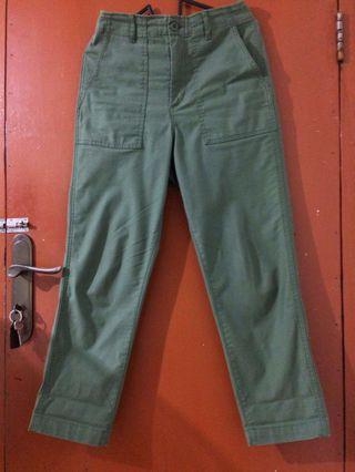 uniqlo fatigue pants / baker pants, color 54 green / olive green