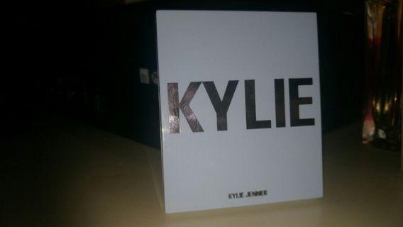 Kylie cosmetics - your perfect perfecting powder