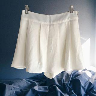 🚚 【全館八折低價出清-9成新】白色百褶短褲裙