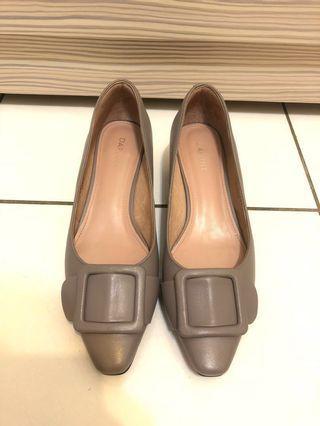 🚚 Daphne 方釦真皮金屬高跟鞋