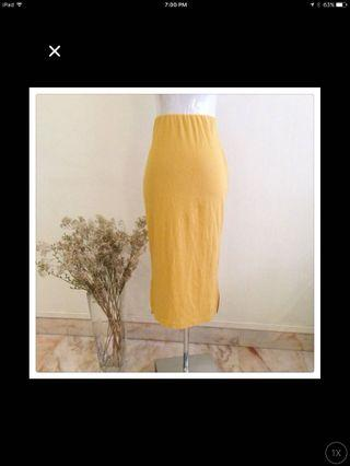 🚚 Mustard yellow midi skirt