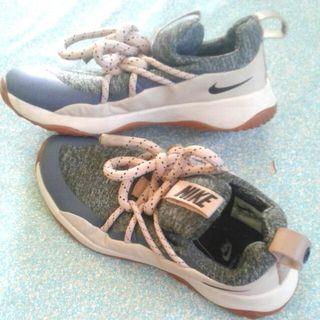 Sepatu Nike W. City Loop.original