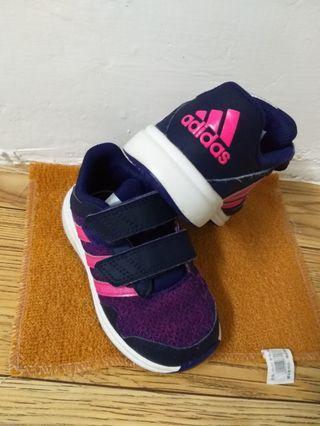 adidas小童鞋   新凈  24碼