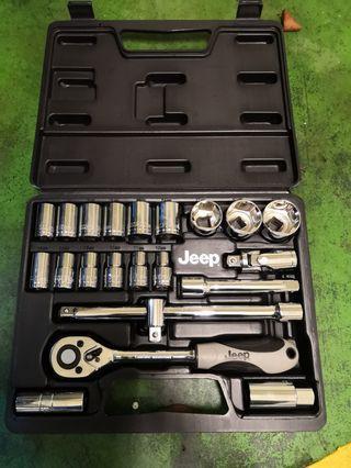 Jeep 4分套筒工具組合一套。