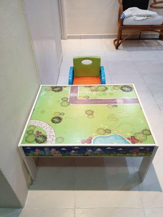 🚚 Kids table and chair