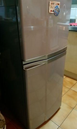 TOSHIBA 中型冰箱