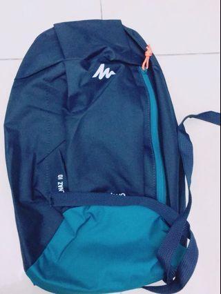 🚚 Quechua 背包