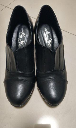 🚚 黑色好看裸靴