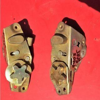 Peugeot 403 door latch