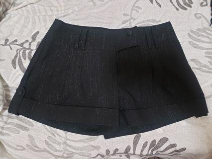 Black shimmery shorts with pockets