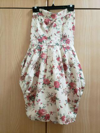 Floral strapless dress with pockets