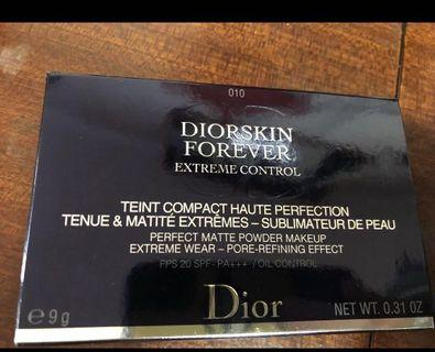 Dior 粉底
