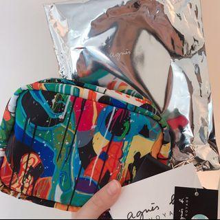 🚚 Agnes b. VOYAGE 與塗鴉畫家Jon One聯名「candy crush」系列旅行用小物包(化妝包)