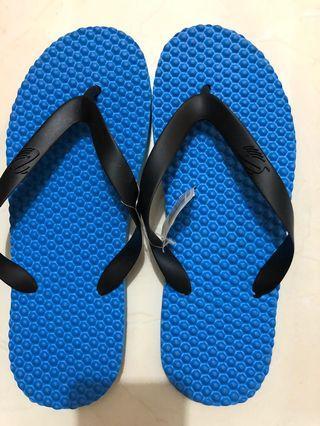 Sandal warna biru