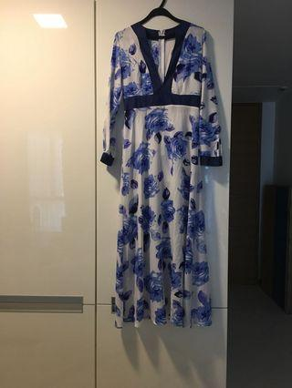 🚚 Sample Sale: Long Floral Maxi Dress - Blue & White