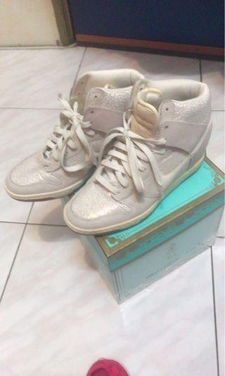 (女鞋)內增高 白色 Nike 運動鞋 25公分