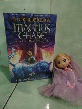 Novel Magnus Chase and the Gods of Asgard