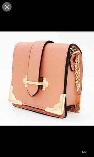 🚚 Pink sling bag