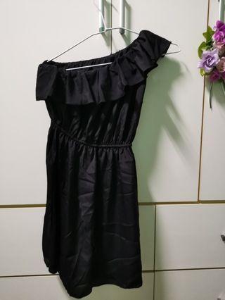 🚚 黑色 斜肩雪紡 洋裝