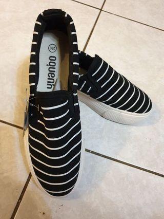 🚚 條紋休閒鞋