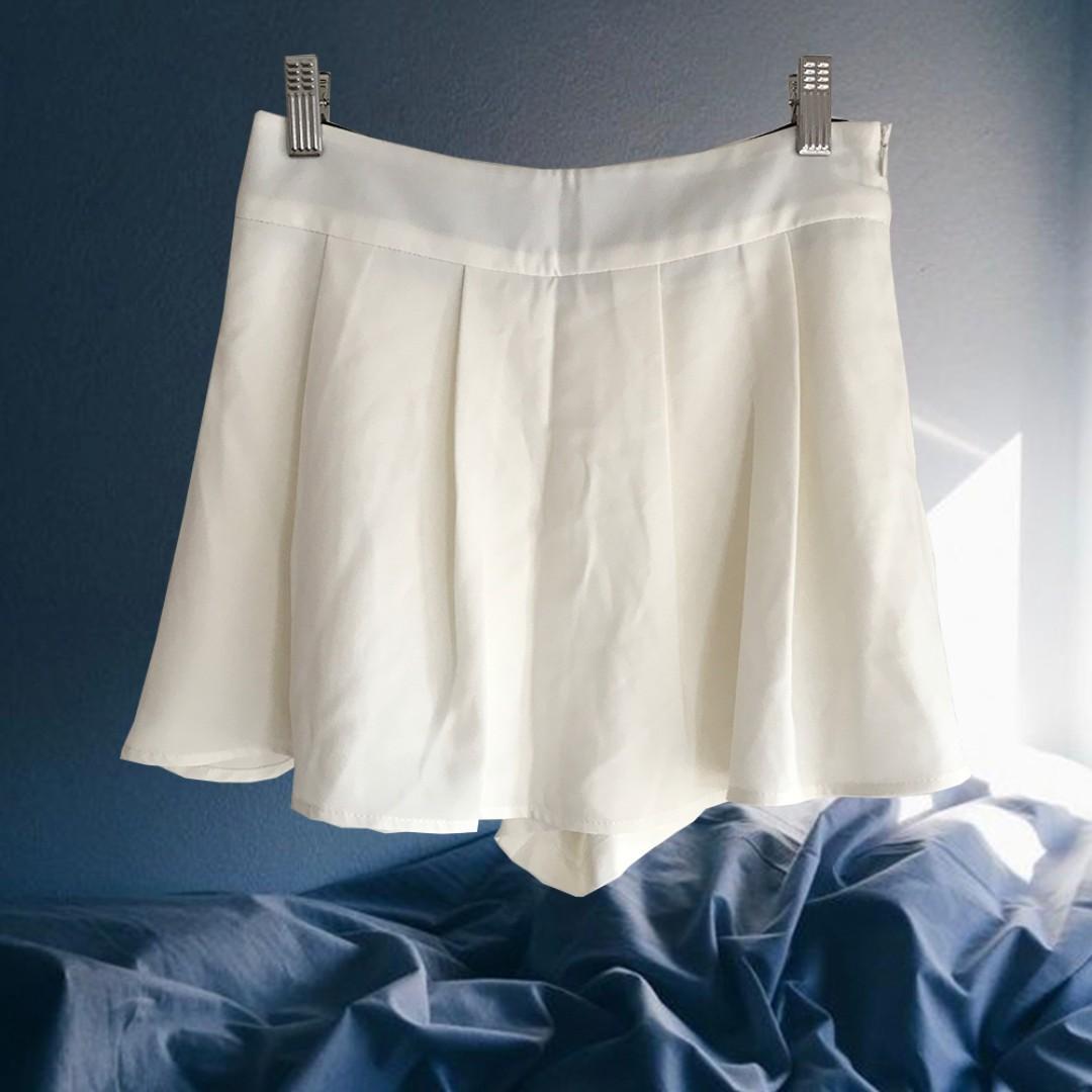 【最低價最低價-9成新】白色百褶短褲裙