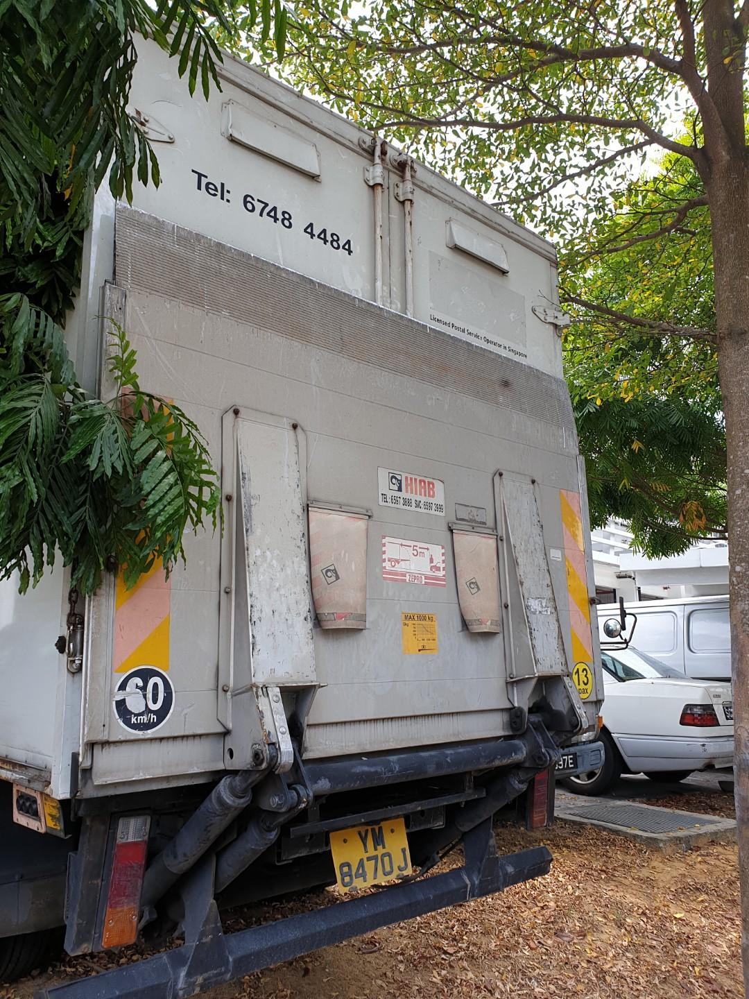 Mitsubishi Canter With box and power tailgate