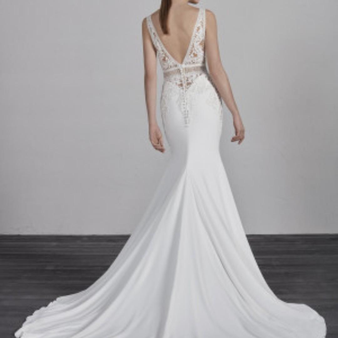 NEW Pronovias Emily Wedding Gown and Maggie Sottero Veil