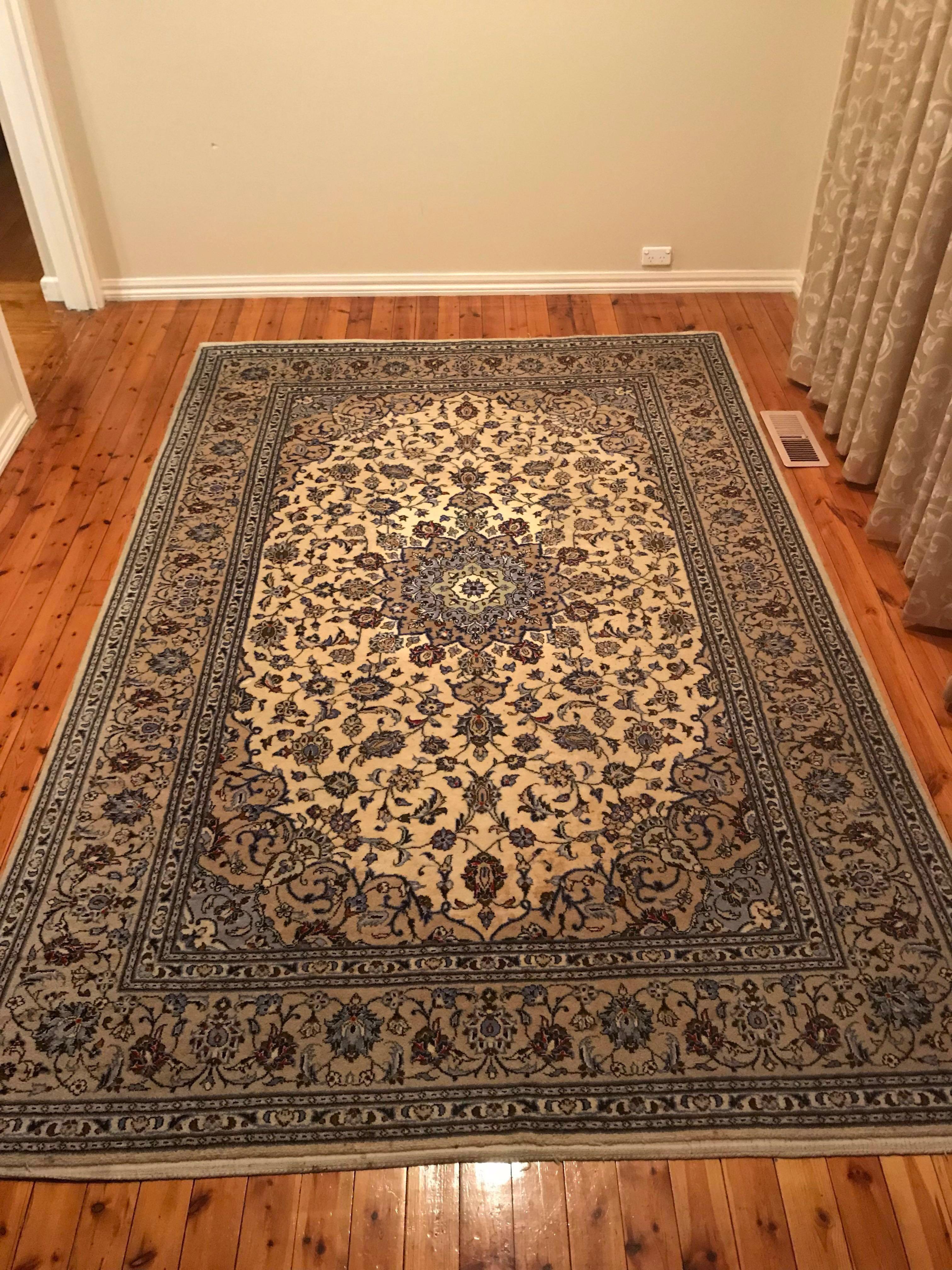 Traditional Kashan Persian Rug Home