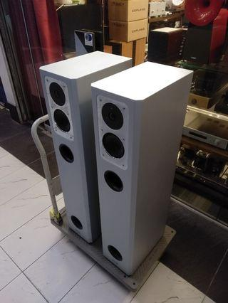 Isophon Enigma speakers silver metal