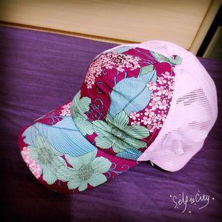 日本買的鴨舌帽。粉紅花。