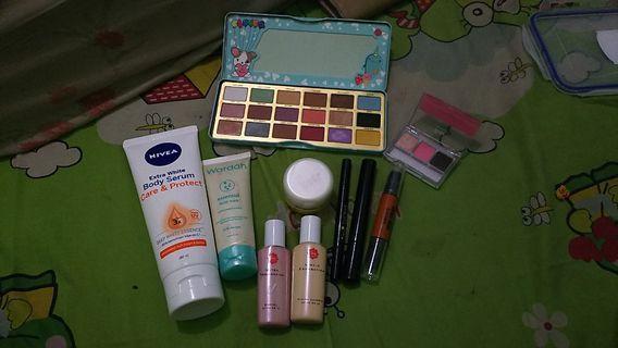 Satu set Make Up