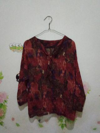 Blouse motif abstrak