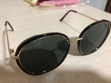 Black Sunglasses Tom Ford Inspired
