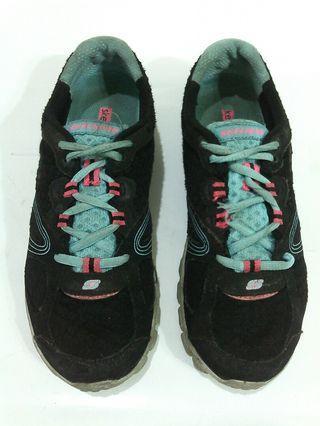 Sepatu Skechers size 38